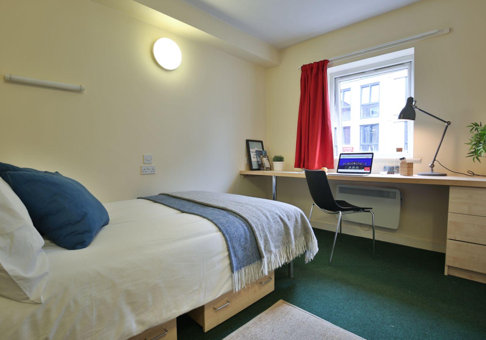 Magnificent Bronze En Suite To Rent In Aspley House Huddersfield Iq Download Free Architecture Designs Barepgrimeyleaguecom
